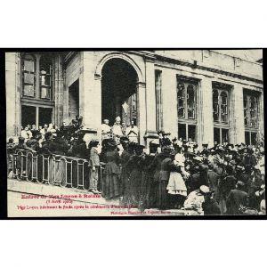 51 - REIMS - Entrée de Mgr Luçon à Reims (5 Avril 1906) - Mgr Luçon bénissant la foule après la cérémonie d'intronisation