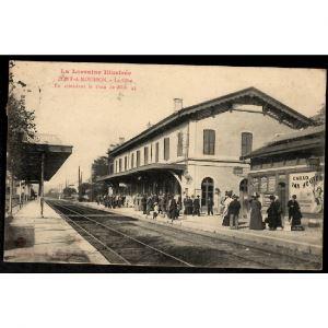 54 - PONT A MOUSSON (Meurthe et Moselle) - La Gare - En attendant le train de Midi