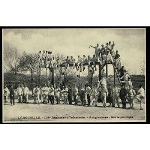 55 - LEROUVILLE (Meuse) - 154e d'Infanterie, Au Gymnase - Sur le Portique