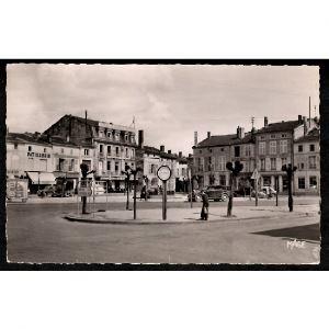 55 - LIGNY EN BARROIS (Meuse) - Place de la République