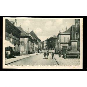 57 - PHALSBOURG (Moselle) - Rue Erckmann et Monument D'Emile Erckmann et Alexandre Chatrian
