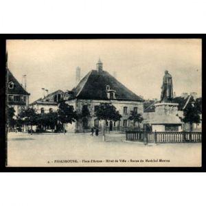 57  PHALSBOURG -  Place d'Armes - Hôtel de Ville - Statue du Maréchal Mouton