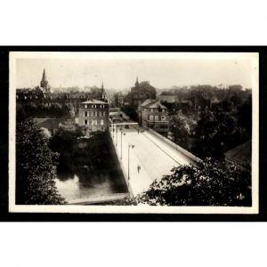 57 - SARREGUEMINES -  Pont de la Sarre et Rue Maréchal Foch