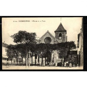 CHENNEVIERES - L'Eglise et la Place