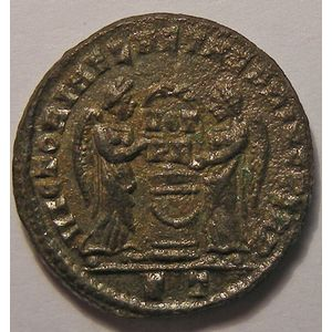 Empire romain, Constantinus I, Nummus, R/ VICTORIA LAETAE PRINC PERP, 3.46 Grs, SUP