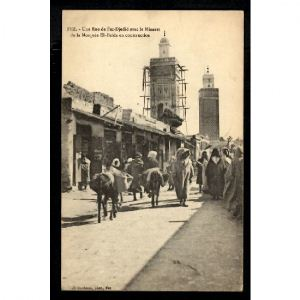FEZ - Une Rue de Fez Djadid avec Minaret de la Mosquée El Beida en Construction
