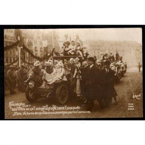 METZ - Souvenir des Têtes de la Libération d'Alsace Lorraine - Voitures de nos Généraux envahies par les Lorraines