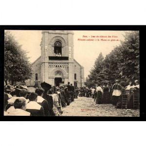 SION - Jour de Clôture des Fêtes - Pélerins assistant à la Messe en Plein Air
